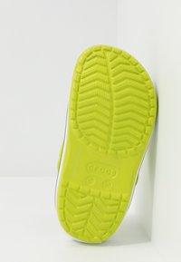 Crocs - CROCBAND CLOG - Sandalias planas - lime punch - 5