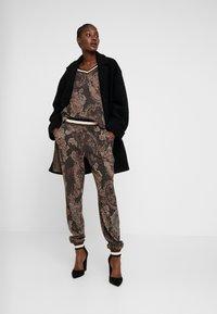 Cream - MONA PANTS - Pantalon classique - pitch black - 2