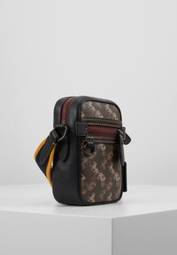 Coach - DYLAN 10 IN HORSE AND CARRIAGE - Sac bandoulière - black/brown - 4