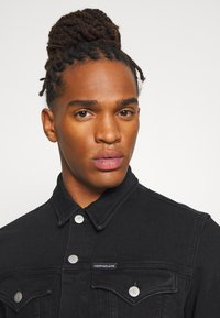 Calvin Klein Jeans - FOUNDATION SLIM - Kurtka jeansowa - washed black - 3