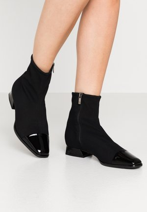 LEANNA - Classic ankle boots - schwarz