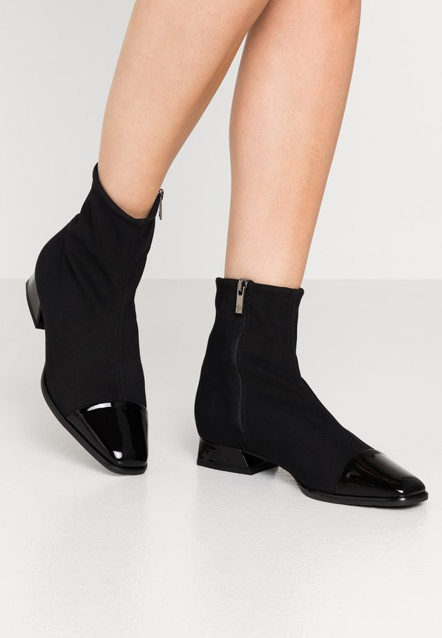 LEANNA - Bottines - schwarz