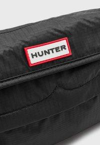 Hunter ORIGINAL - ORIGINAL PACKABLE CROSSBODY UNISEX - Skulderveske - black - 4