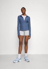 Under Armour - QUALIFIER HALF ZIP DAMEN - Camiseta de deporte - mineral blue - 1