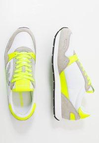 Emporio Armani - ZONE - Baskets basses - yellow/grey - 1