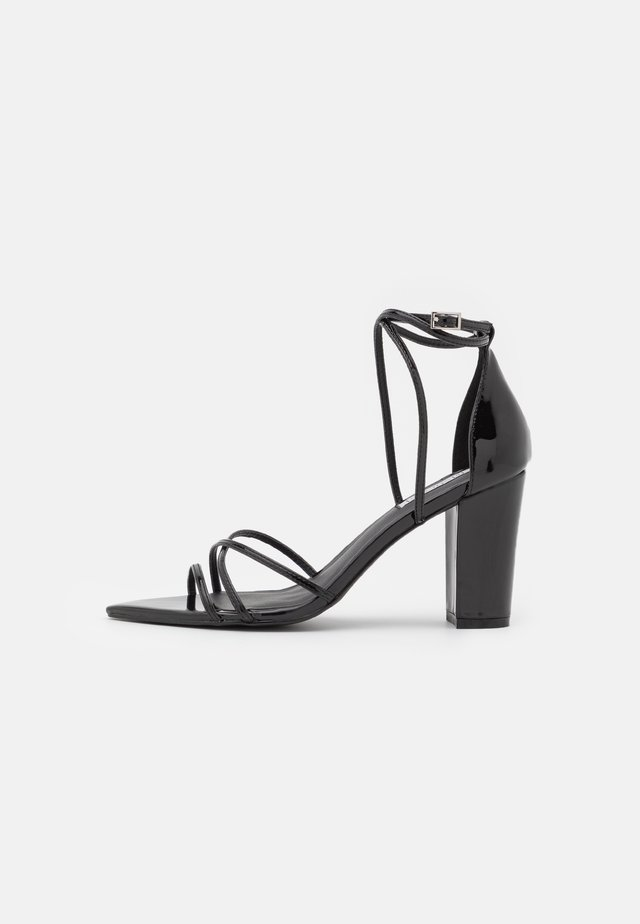 BE AWARE BLOCK HEEL - Sandalias - black