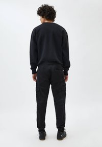 PULL&BEAR - Cargo trousers - mottled black - 2