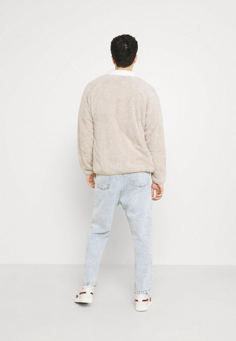Reebok Classic - VECTOR - Fleece jacket - modern beige