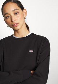 Tommy Jeans - REGULAR C NECK - Sweatshirt - black - 5