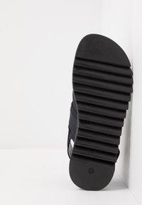Versace - Sandals - nero/oro caldo - 5