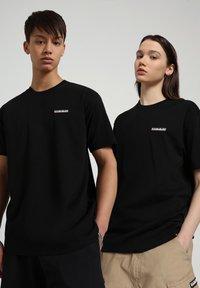Napapijri - S-PATCH SS - Basic T-shirt - black - 2