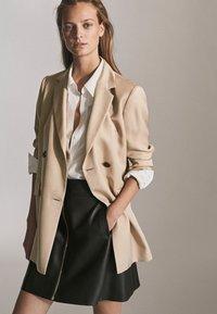 Massimo Dutti - MIT REIẞVERSCHLUSS  - Leather skirt - black - 5