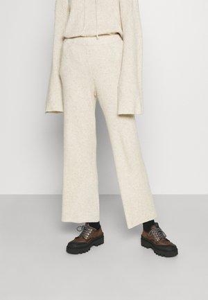 PISTACHIO EVERYDAY - Spodnie materiałowe - angora