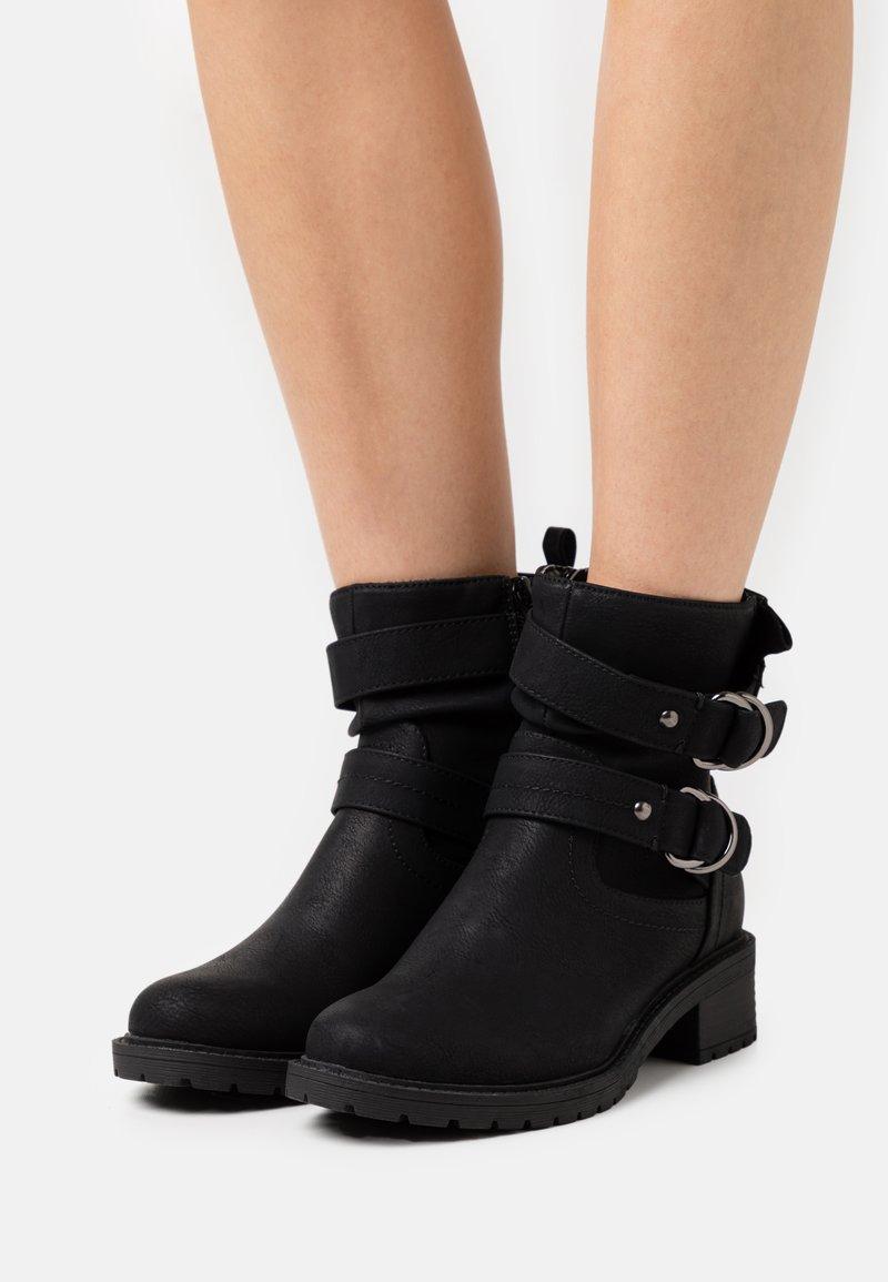 Dorothy Perkins - ARIBA BOOT - Cowboy/biker ankle boot - black