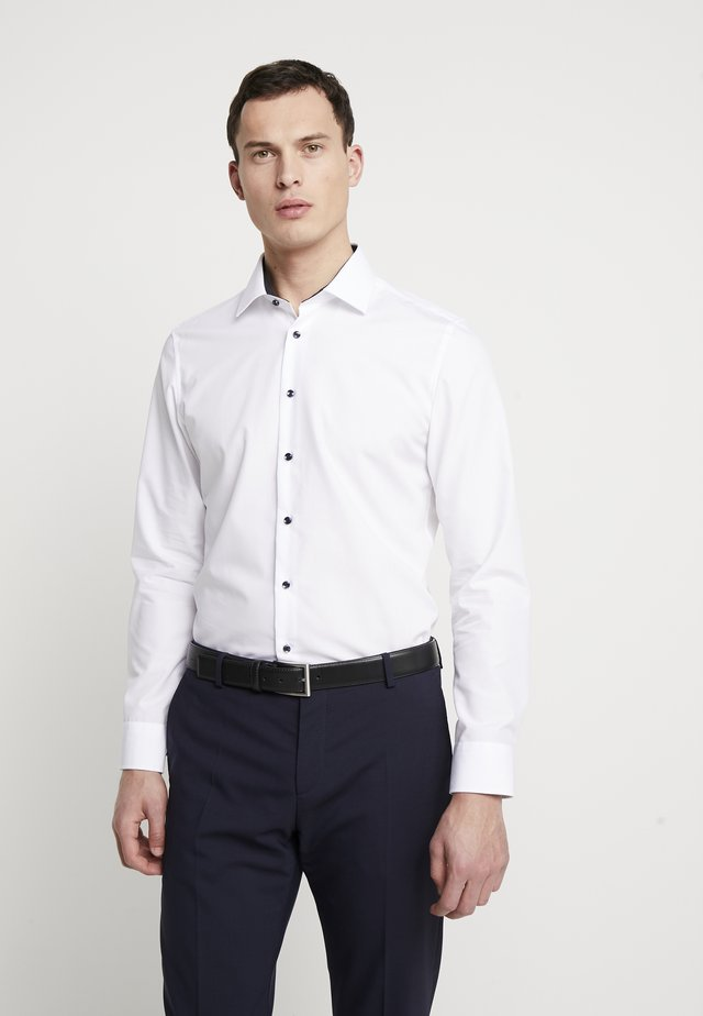 BUSINESS KENT PATCH SLIM FIT - Camicia elegante - white