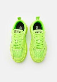 Versace Jeans Couture - Sneaker low - verde fluo - 3