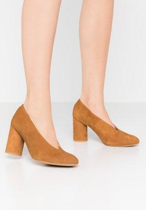 LUNA - Classic heels - brown