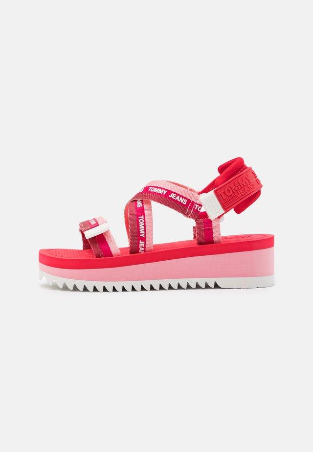 STRAPPY - Sandály na platformě - bubble pink