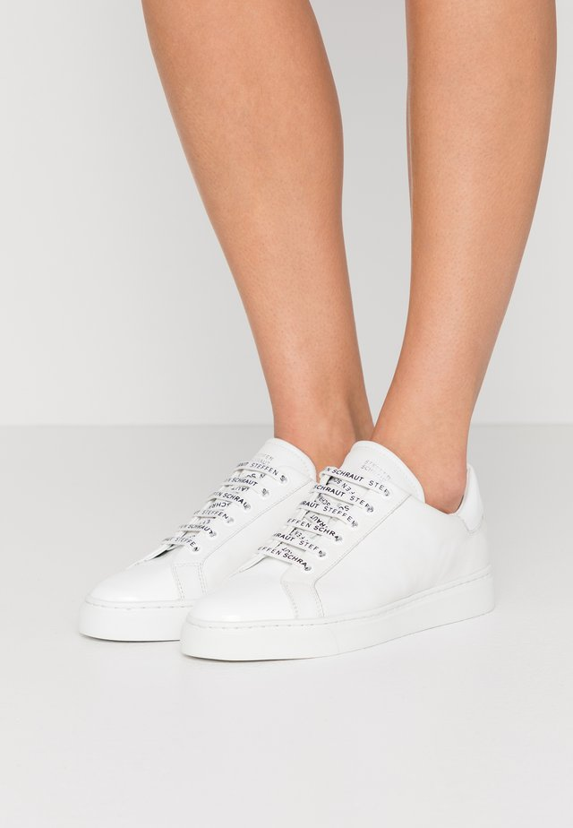 CLEAN STREET - Trainers - white