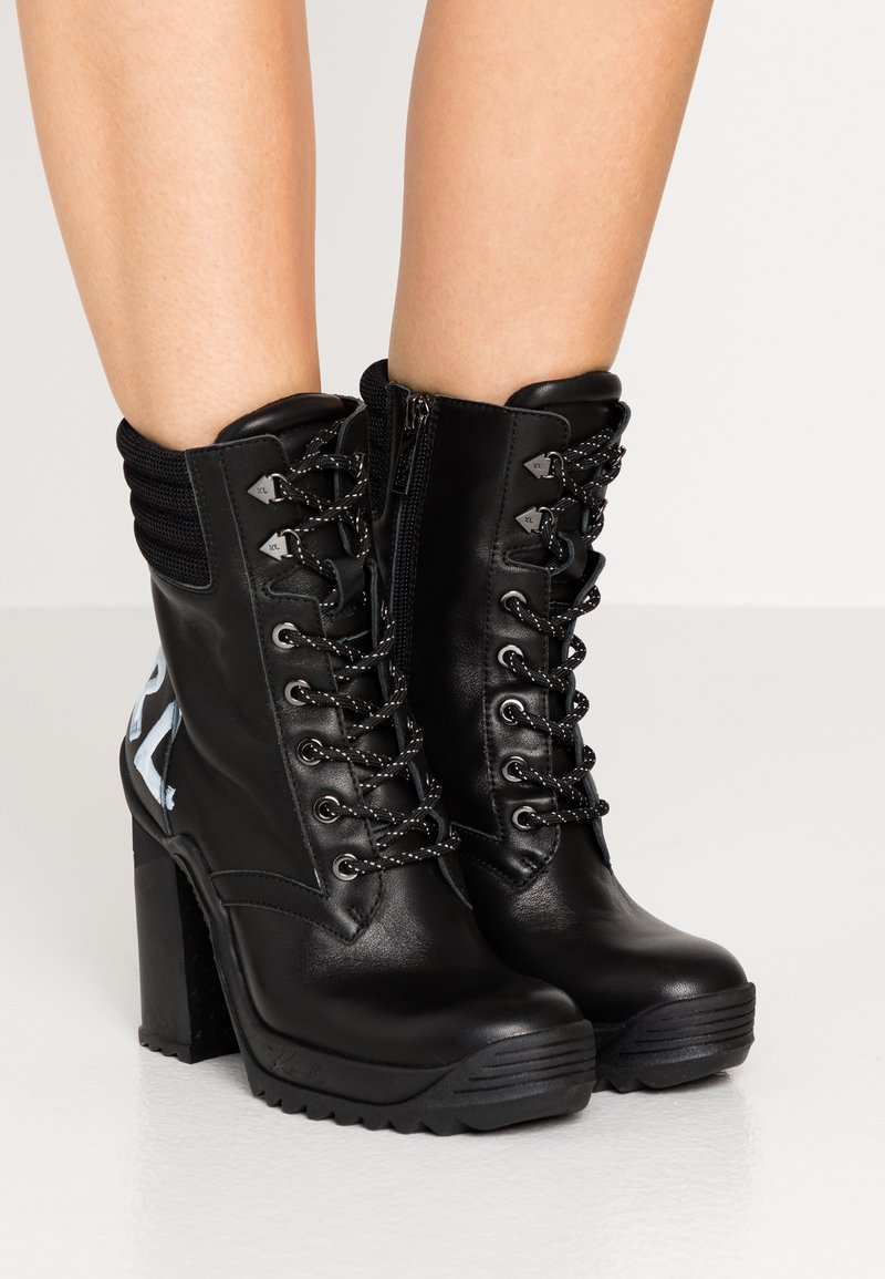 KARL LAGERFELD - VOYAGE ANKLE LACE LOGO BOOT - High heeled ankle boots - black