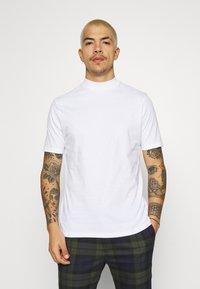 Topman - TURTLE 2 PACK - Basic T-shirt - white/beige - 4