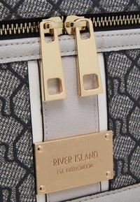 River Island - Trousse - grey - 3