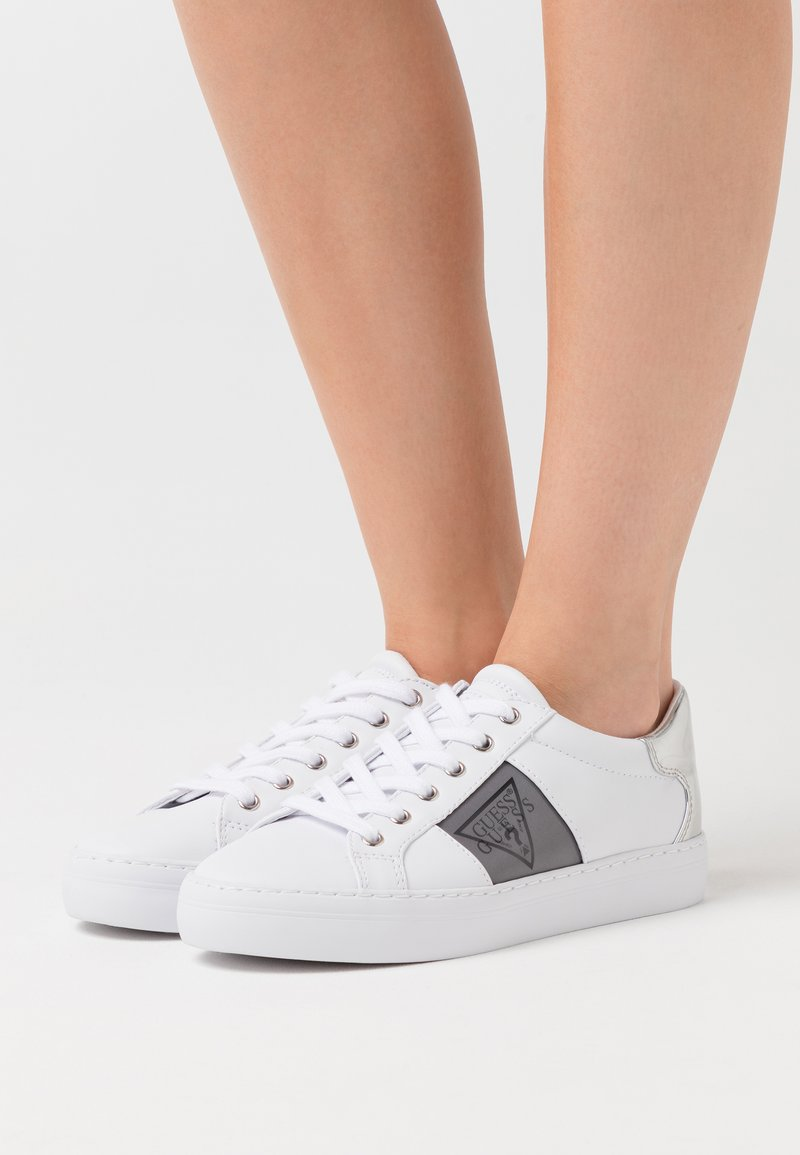 Guess - GALLIE - Sneaker low - white/silver