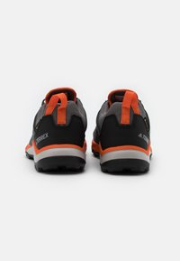 adidas Performance - TERREX AGRAVIC GORE-TEX RUNNING - Trail running shoes - grey four/core black/orange - 2