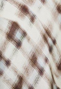 Proenza Schouler White Label - HAMMERED CHARMEUSE MIDI SKIRT - Pouzdrová sukně - mist trompe - 2