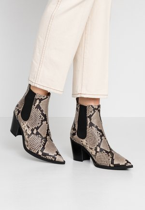 MANILA - Kotníková obuv - taupe