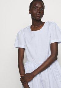 DESIGNERS REMIX - UMBRIA DRESS - Denní šaty - cream/blue - 3