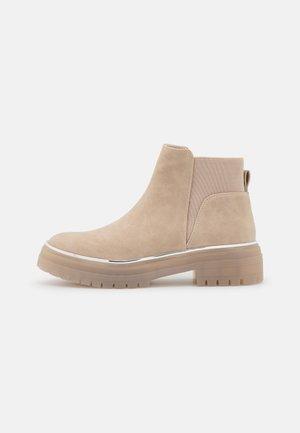 VEGAN MAXXYNE - Ankle boot - bone