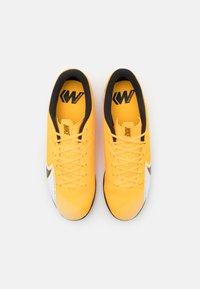 Nike Performance - MERCURIAL VAPOR 13 ACADEMY IC - Indoor football boots - laser orange/black/white - 3