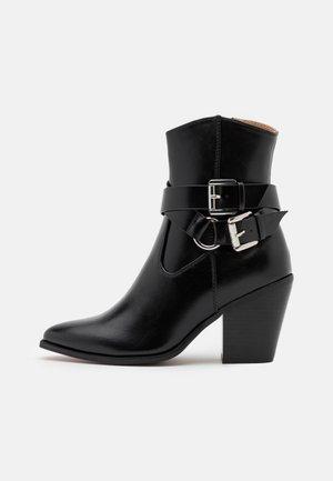 ONLBLAKE STRAP BOOT - Støvletter - black