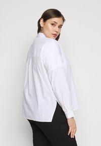 Pieces Curve - PCREMEY  - Button-down blouse - bright white - 2