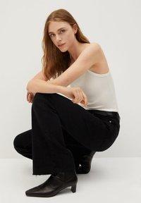 Mango - FLARE - Flared Jeans - black denim - 3