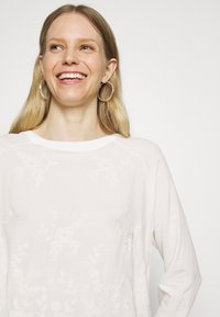 Rich & Royal - LONGSLEEVE WITH BROIDERIE ANGLAISE - Blouse - pearl white - 4