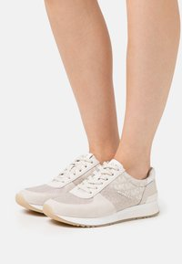 MICHAEL Michael Kors - ALLIE TRAINER - Zapatillas - natural - 0