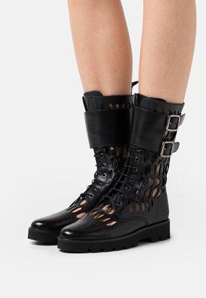 SELINA 50 - Bottes à lacets - black