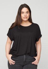 Zizzi - MIT RUNDHALS - Basic T-shirt - black - 0