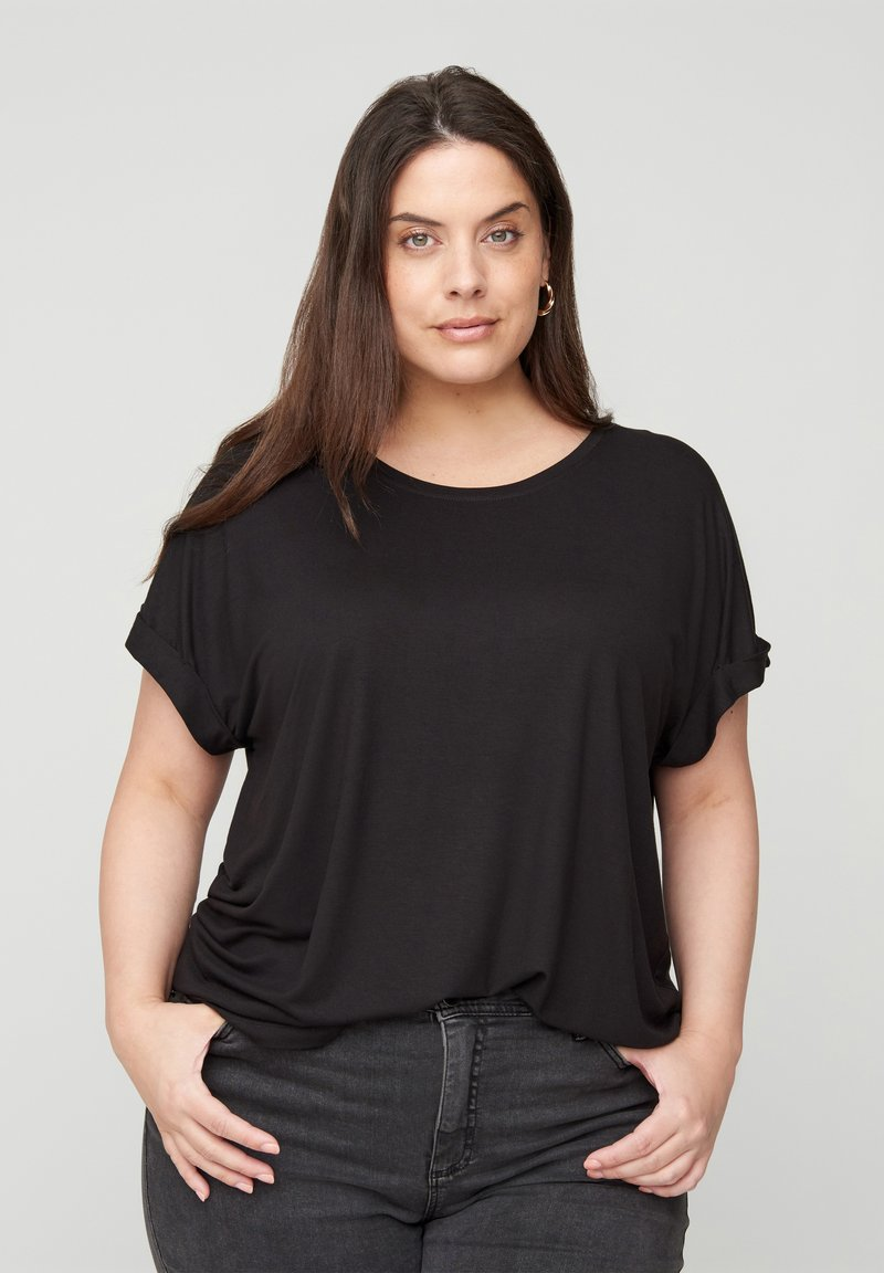 Zizzi - MIT RUNDHALS - Basic T-shirt - black