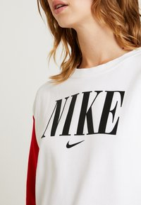 Nike Sportswear - CREW FT HBR - Sweatshirt - white/university red/black - 5