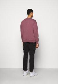 Han Kjøbenhavn - ARTWORK CREW - Sweatshirt - faded dark red - 2