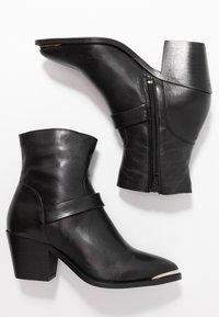 Vero Moda - VMKENA BOOT - Cowboy/biker ankle boot - black - 3