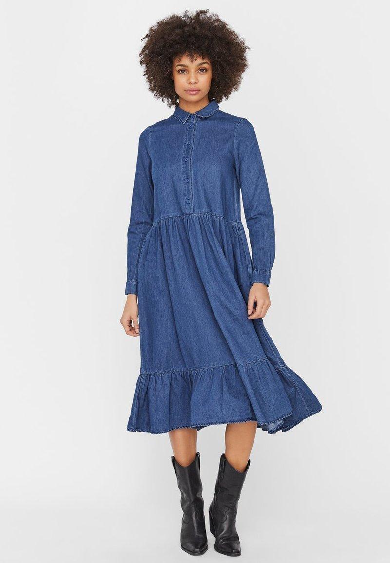 Vero Moda - Maxi dress - medium blue denim
