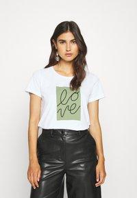 Cream - FLORA - Print T-shirt - snow white - 0
