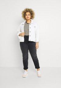 Even&Odd Curvy - Slim fit jeans - black denim - 1