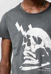 Tigha - WREN - Print T-shirt - vintage black - 3