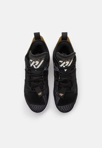 Jordan - WHY NOT ZER0.4 - Zapatillas de baloncesto - black/white/metallic gold - 3