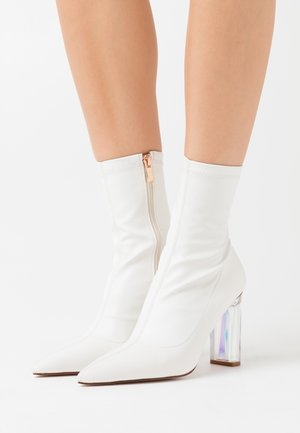 STECY - High heeled ankle boots - white